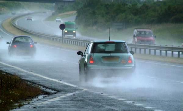 8 Things You Should Take Note Of When Driving In The Rain